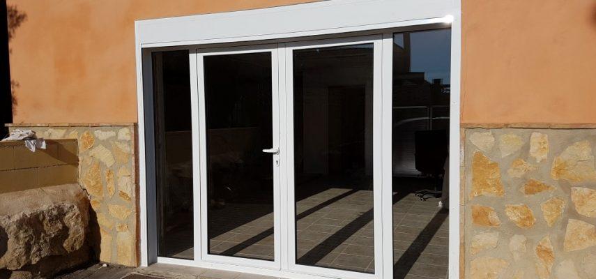 Sustitución de puerta de garaje por cerramiento metálico