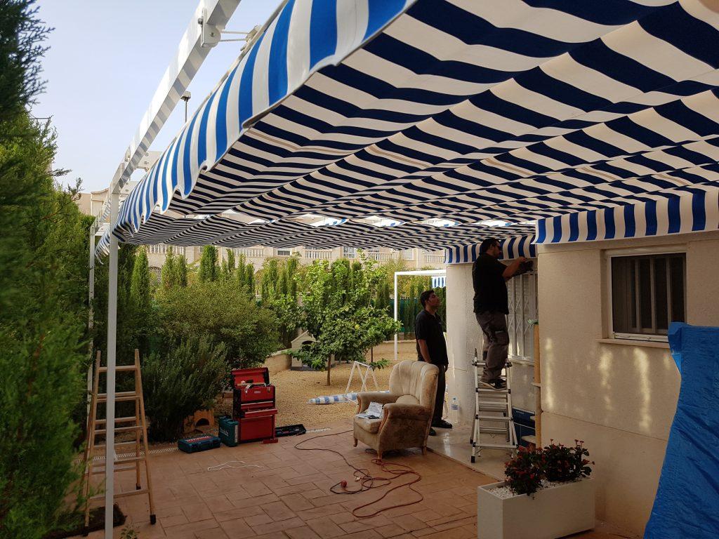 Motivos para instalar toldo en Alicante en otoño